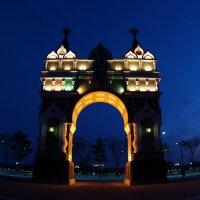 Триумфальная арка на берегу Амура. Благовещенск. :: Михаил Сипатов