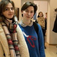 Будущие художники на выставке Сичкова В. :: Евгений