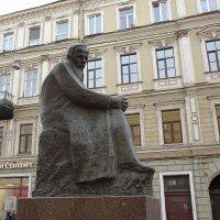 Памятник Ф.М. Достоевскому... :: Юрий Куликов
