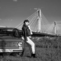 Девушка. Мост. Авто. :: Евгений