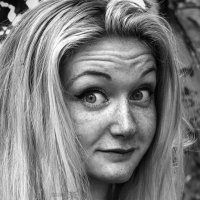 Черно-белый портрет девушки с веснушками - Вораевич :: Антон Вораевич