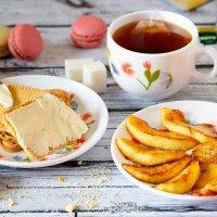 Чай с печеньем и фруктами :: Александр Синдерёв