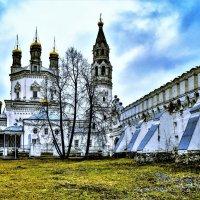 Свято-Троицкая церковь и стена Верхотурского кремля. :: petyxov петухов