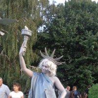 """Лозунг  американской статуи Свободы: """"Не хочешь меня? Плати!""""... :: Alex Aro Aro Алексей Арошенко"""
