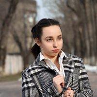 Красивая девушка на прогулке :: Rada