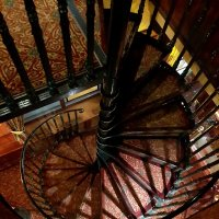 Лестница в одном из московских пабов :: Елена