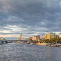 Москва-река, Большой Краснохолмский мост :: Игорь Сарапулов