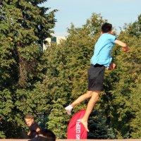 Так быстро летел, что носок потерял... :: Александр Чеботарь