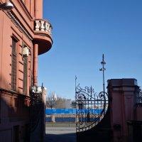 на набережной Макарова :: Елена