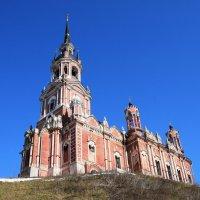 Подмосковье. Можайск. На Никольской горе из красного камня готический храм.... :: Galina Leskova