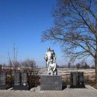 На Братских могилах не ставят крестов... :: Galina Leskova