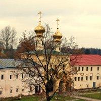 Тихвинский монастырь :: Зуев Геннадий
