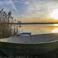 Лодки у берега :: Сергей Цветков