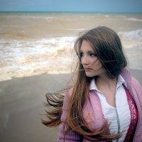 девочка и море... :: Марина Брюховецкая