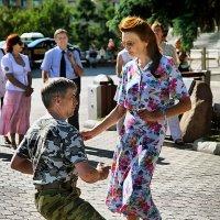 Танцуй пока молодой, парень! Танцуй, пока молодой! :: Сергей Черных