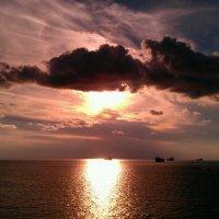 Корабль освещенный лучами солнца :: Анжелика Зверькова