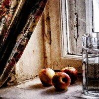 Яблоки на окне :: Serge Riazanov
