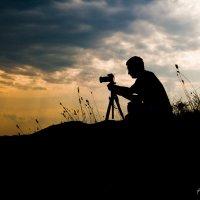 Фотограф на закате. :: Лариса Кояшова