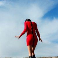 Девушка в красном :: Радмир Арсеньев