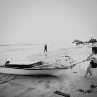 Спасаю лодку.... :: Александра Романова