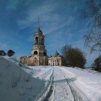 Старица, дорога к храму :: Igor Veter