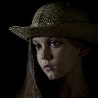 девочка в шляпе :: oleg Golubtcov