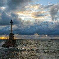 Вечером у памятника :: Игорь Кузьмин