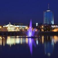 Цветной фонтан на реке Миасс в Челябинске :: Марк Э