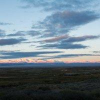 Солнце всходит в Чуйской степи :: Sergey Oslopov