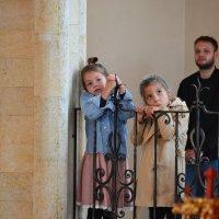 Девочки слушают...Звучит орган,в Храме. :: Хлопонин Андрей Хлопонин Андрей