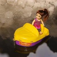Только те люди, которые сейчас плывут с нами в одной лодке, могут толкнуть нас за борт.. :: Андрей Заломленков