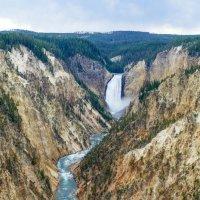 Река Йеллоустон и водопад вдали, штат Вайоминг :: Юрий Поляков