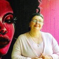 Тетушка Рита на фоне граффити своей дочери-художнице :: Борис