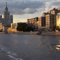 Прогулка по Москве реке. :: Виталий Бобров