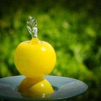Такое вот яблочко, весёленькое... :: Игорь Сорокин