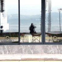 Отражается море в окне как в ... :: веселов михаил