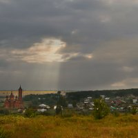 солнечный луч над церковью :: Любовь Гулина