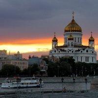 Храм Христа Спасителя на вечерней заре :: Александр Чеботарь