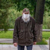 Настоящую бороду под маской не спрячешь. :: Анатолий. Chesnavik.