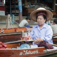 продавец на плавучем рынке :: Александр Катаев