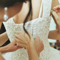 сборы невесты... :: Батик Табуев