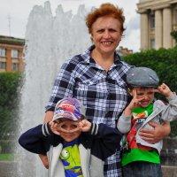 Бабушка и внуки :: Илья Моисеев