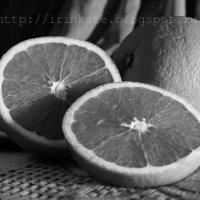 Апельсины в чёрно-белом :: Ирина Терентьева