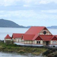 Домик на берегу озера, возле бурлящего гейзера :: Natalya секрет