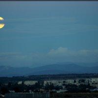 восход луны :: Sergey Bagach