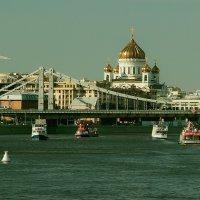 Плавают кораблики по Москва реке... :: Алексей Пышненко