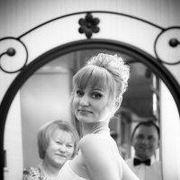 Вот дочка наша... уже и невеста... :: Виталий Левшов
