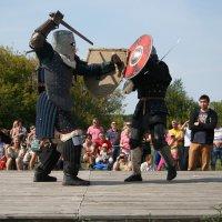 Бой на мечах :: Екатерина Иванова