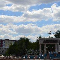 Мирное небо...Город и лето.Свадебные места памяти,тех кто навсегда остался....молодым. :: Георгиевич