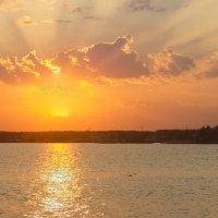 Закат на реке-2 :: Андрей К